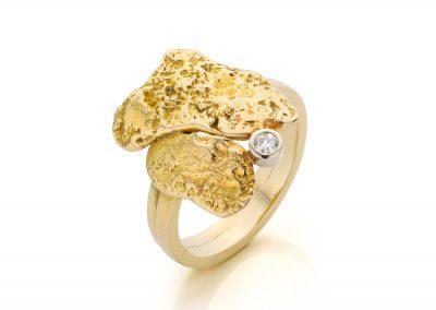 Organische gouden ring met diamant