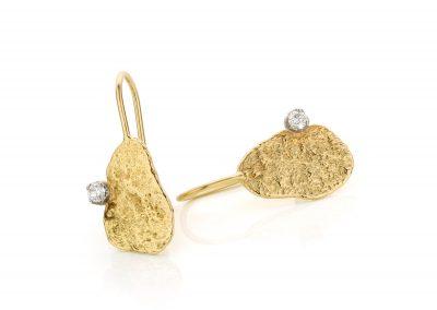 Geelgouden oorhangers met diamant